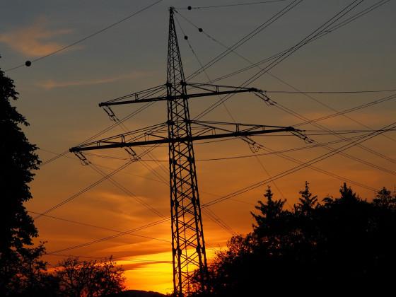 Hochspannungsmast im Sonnenuntergang